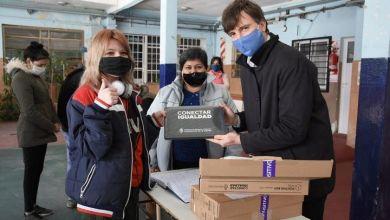 Photo of Continúa la entrega de netbooks para estudiantes de cuarto año