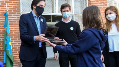 Photo of El Ministerio de Educación entregó netbooks a estudiantes de San Vicente en la provincia de Buenos Aires