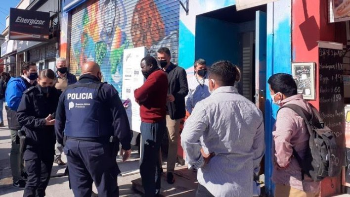 incidentes durante el desalojo de vendedores ambulantes en La Plata