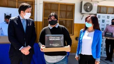 Photo of El Ministerio de Educación entregó netbooks a estudiantes de Malvinas Argentinas