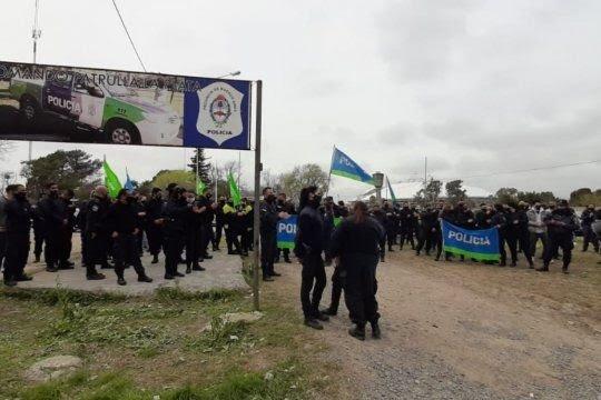 La Plata: Las bases de la Bonaerense exigen hablar con Berni
