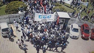 """Photo of El intendente de La Plata denunció que un grupo de manifestantes intentó tomar el Palacio Municipal: """"Se sienten impunes»"""