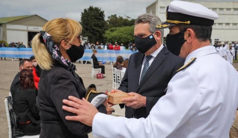 """Homenaje a los 44 tripulantes del submarino ARA """"San Juan"""" en la base naval Mar del Plata"""