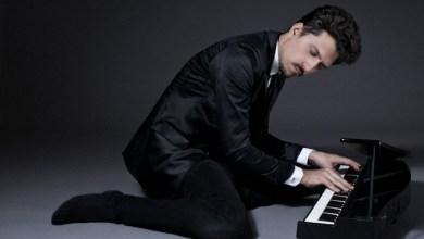 Photo of Con Hernán Jacinto (Piano y composición), Daniel «Pipi» Piazzolla (Batería) y Jerónimo Carmona (Contrabajo).