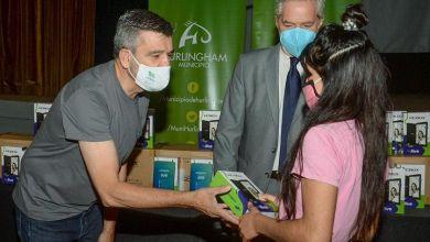 Photo of Hurlingham | Se entregaron tablets a estudiantes y docentes del distrito