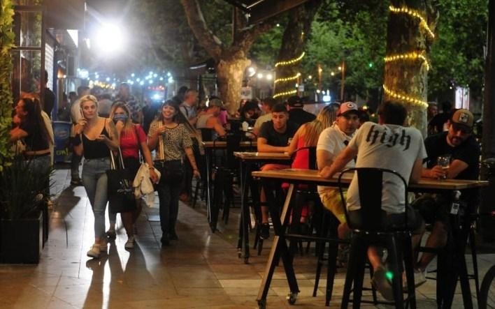 La Plata pide que los locales gastronómicos estén abiertos hasta la 1hs.