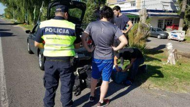 Photo of Detienen a tres hombres en un auto robado