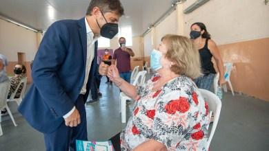 Photo of Kicillof entregó escrituras y visitó un operativo de vacunación de mayores de 70 años