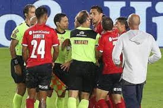 Sigue la polémica por el penal insólito que cobró Vigliano, perdió Boca y ganó River