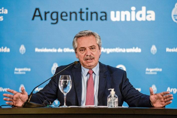 El Gobierno de Alberto Fernandez vuelve a cerrar las escuelas para combatir la covid-19