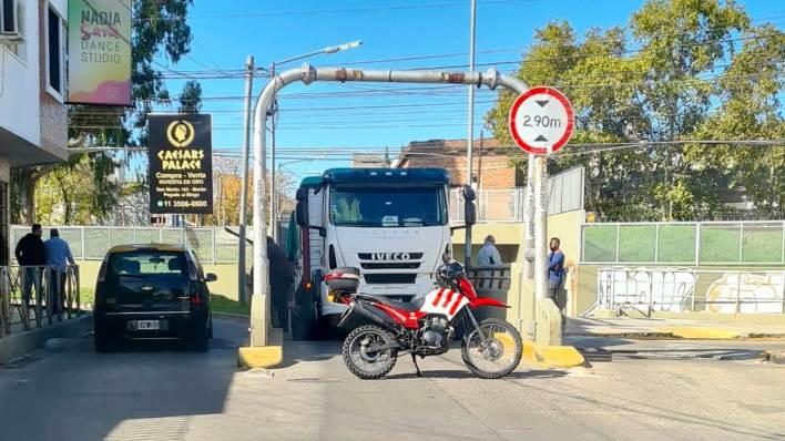 Ahora Morón: Se quedó «duro» en el túnel French Azcuénaga y contramano