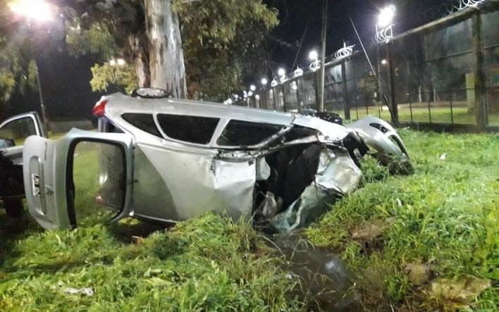 Trágico accidente en La Plata: murió un agricultor de 52 años tras volcar con su auto