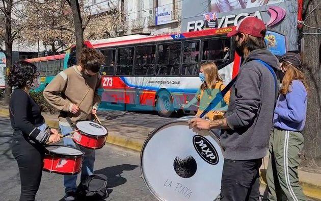 Un miércoles a pura protesta en La Plata: presencialidad, salarios, títulos, inseguridad.