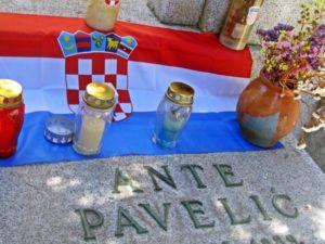Lapida del genocida Ante Pavelic enterrado en el cementerio madrileño de San Isidro