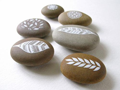 Creatividad con piedras 50 ideas y tutoriales para crear - Piedras de rio pintadas ...