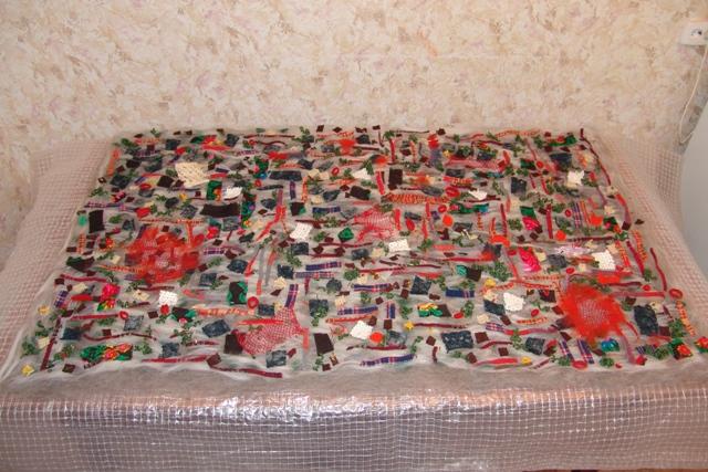 Tela hecha con retazos y suéteres reciclados