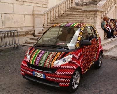 Tejido callejero en un auto