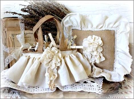 Flores de arpillera para la decoración vintage en almohadón y cesto