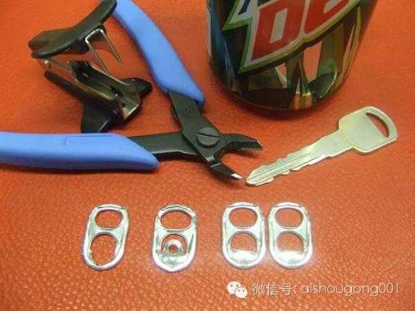 Cómo unir anillas de latas para reciclaje, paso 1