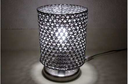 Cómo unir anillas de latas para reciclaje lámpara hecha con anillas