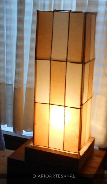 Lámpara artesanal con materiales de reciclaje