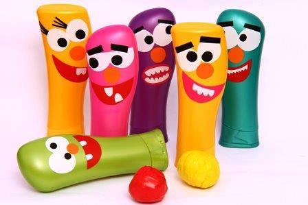 juguetes con materiales reciclados juego de bolos con envases de champú