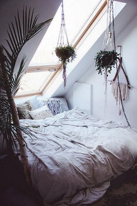 Ideas para decorar con macramé maceteros y tapices en el dormitorio