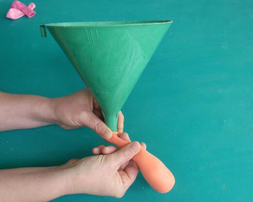 Cómo hacer amansalocos de globos paso 4