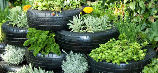 Neum ticos reciclados 20 ideas para maceteros de jard n for Como decorar un jardin con macetas