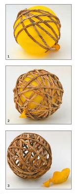 Bola de navidad con tubos de papel