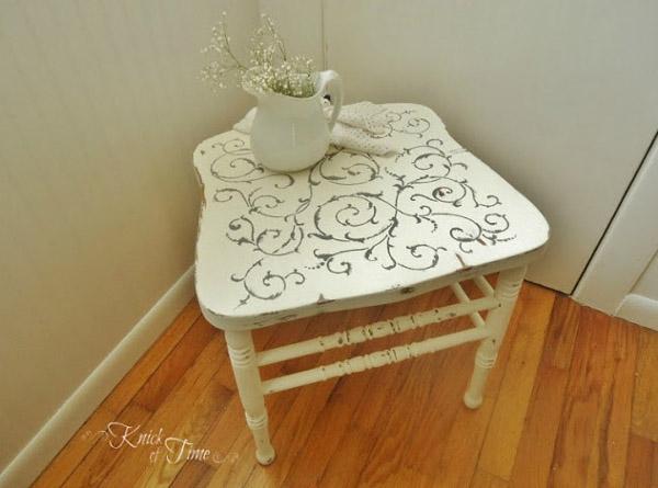 Reciclar una silla y hacer una pequeña mesa