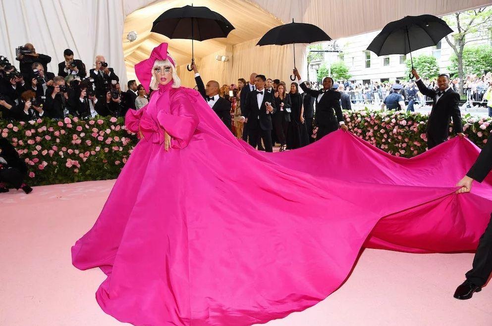 4101008611 Video  Lady Gaga se arrancó el vestido en plena gala del MET 2019 ...