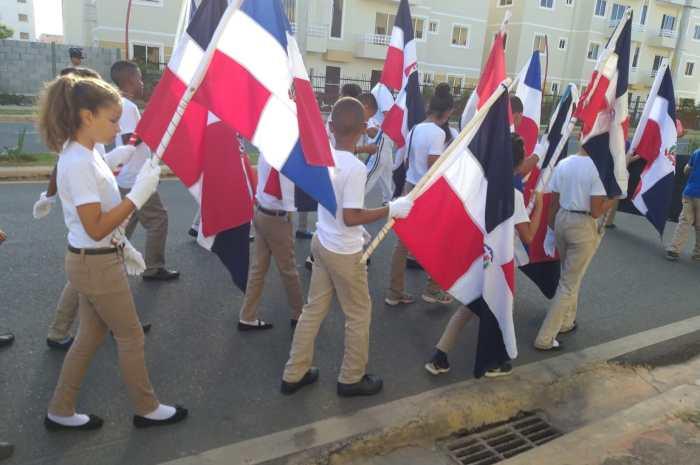 Estudiantes Ciudad Juan Bosch celebran mes de la patria