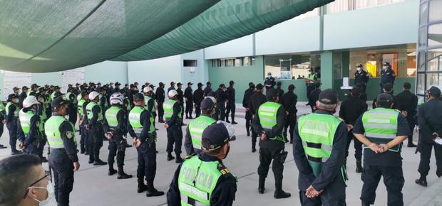 Los custodios pasando lista antes de salir a sus puntos de vigilancia. (PNP)
