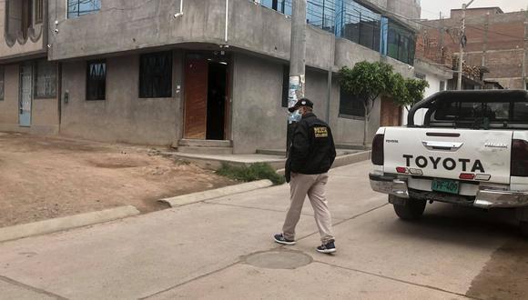 El operativo fue encabezado por los fiscales anticorrupción Lidia Cisneros Alarcon, y Cruihz Martínez Quispe, quienes tras un trabajo de inteligencia policial allanaron 14 inmuebles y detuvieron a los sospechosos.