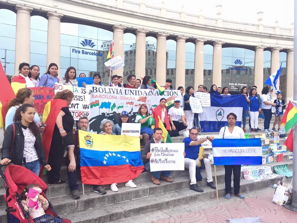 Decenas de latinoamericanos se manifiestan en contra de las dictaduras de América Latina