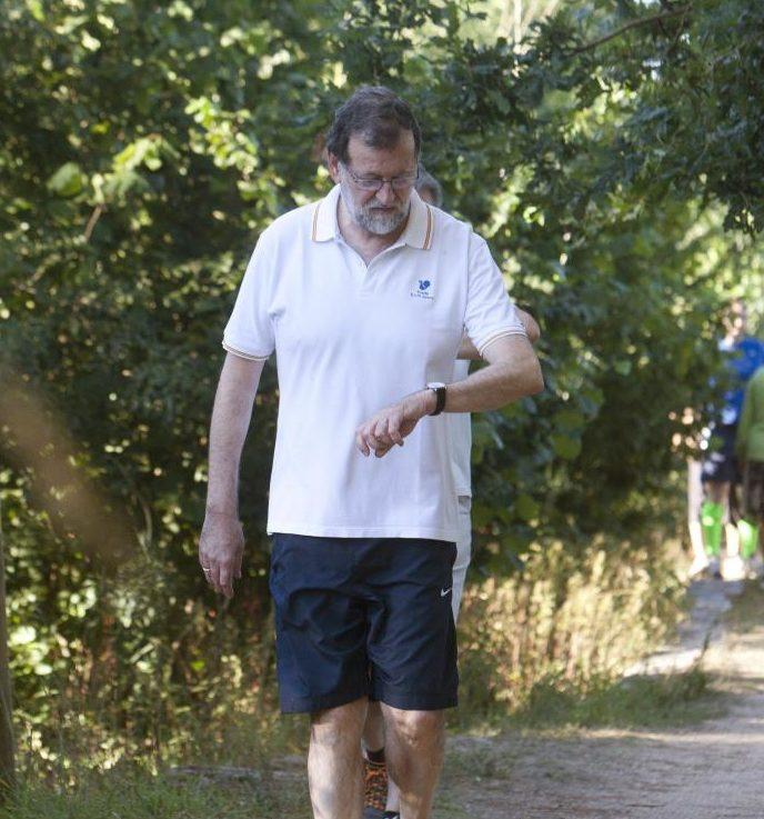 Rajoy hace ejercicio por el paseo marítimo de Santa Pola antes de empezar a trabajar como registrador