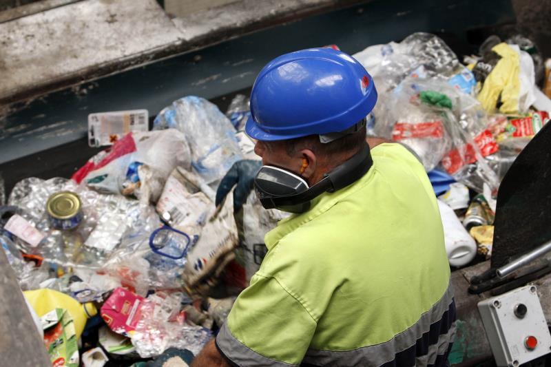 Despedido un trabajador por arrojar 10.420 kilos de residuos en unos terrenos de Aspe