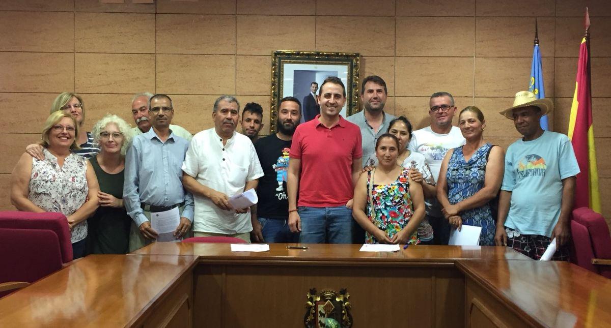 El Ayuntamiento de Catral contrata a 13 peones agrícolas gracias a una ayuda del Servicio Público de Empleo