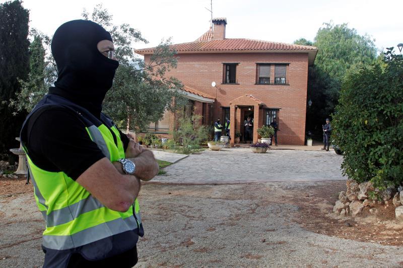 Los agentes siguen registrando el chalet del detenido por yihadismo en Cocentaina