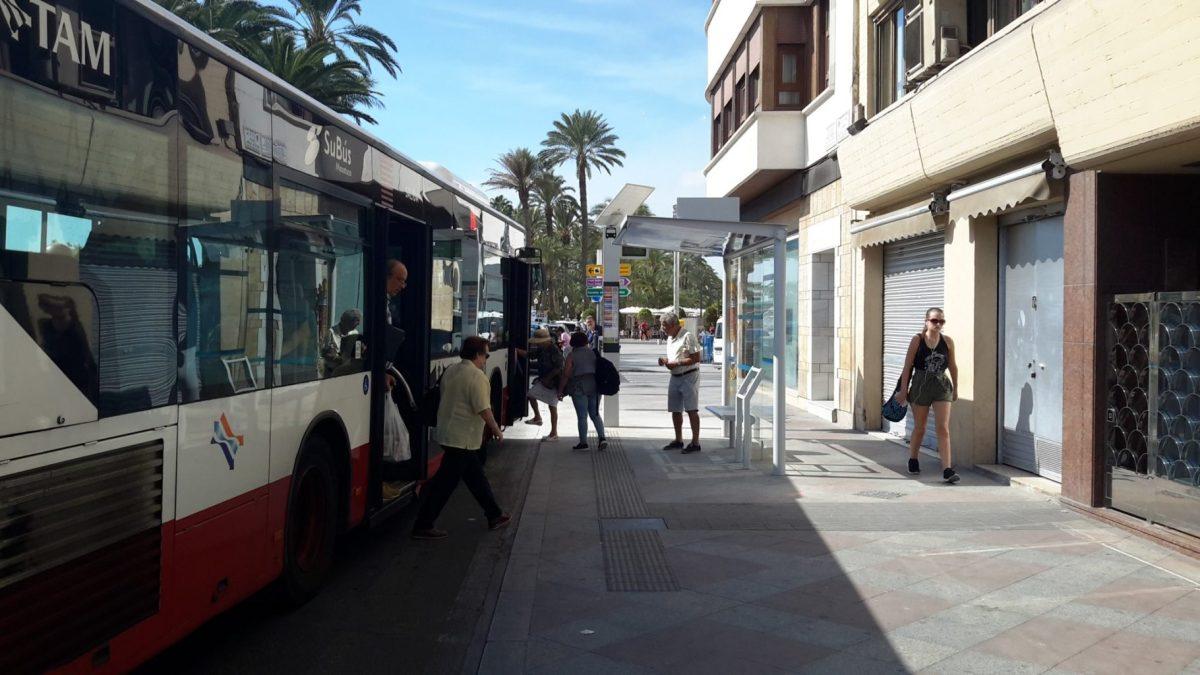 Alicante instala cinco nuevas marquesinas y una docena de postes con información en tiempo real en las paradas