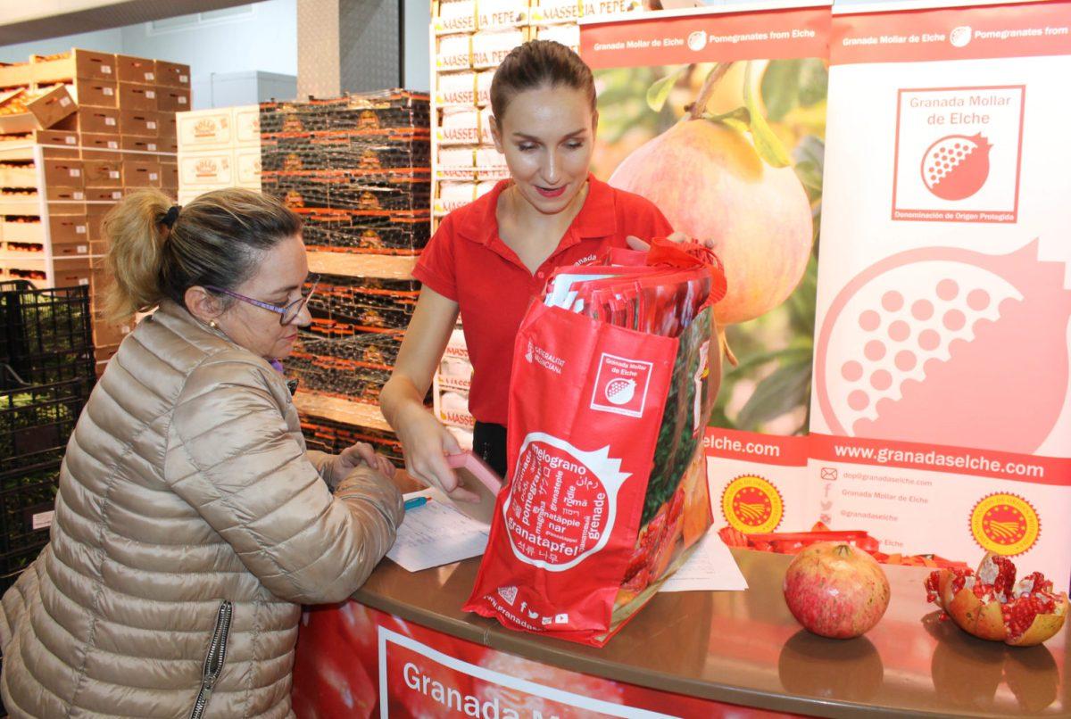 La Granada Mollar de Elche impulsa una campaña en 300 fruterías españolas