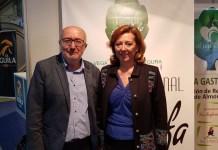 El edil de Turismo, José Antonio Latorre, y la alcaldesa de Almoradí, María Gómez, en IFA./Alex Ferrer.