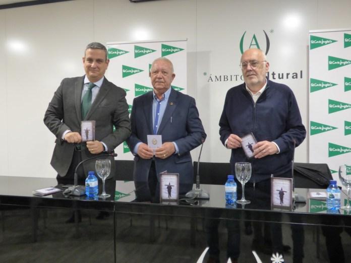 Miguel Garberí, Gaspar Agulló y José Pérez (de izq a dch) presentando el programa de Cuaresma de Elche.