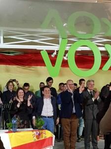 Ana Vega, Manuel Mestre, Pascual Moxica y Gerardo Carretero aplaudiendo en el centro de la foto/ Alejandro Ferrer.
