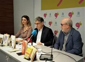 José Ferrándiz interviniendo en la donación junto a Llorens y el hjio-portavoz de Azuar / Gil-Albert