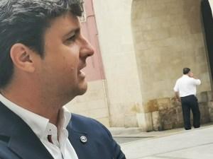 Eduardo García-Ontiveros posando de perfil.