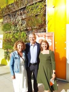 Mari Carmen Sánchez sonriente junto a Garicano y a Marta Martín / Alex Ferrer