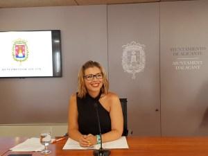 Mari Carmen Sánchez ejerciendo como alcaldesa temporal y portavoz del gobierno de Alicante / Alex Ferrer