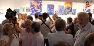 Una multitud de personas visitando la exitosa exposición de Benidorm / Ayuntamiento de Benidorm